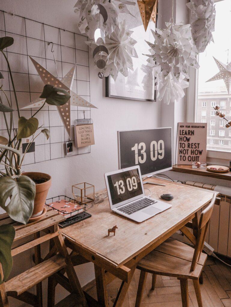 Biznes po godzinach: czy warto rozwijać biznes po godzinach?